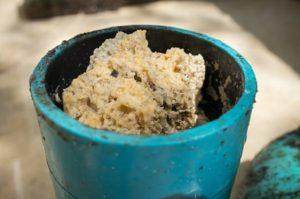 Kinh nghiệm xử lý dầu mỡ đóng cục trong ống thoát nước