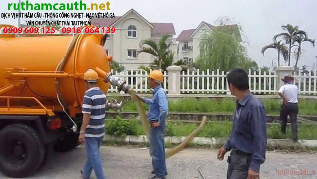 Hút bùn xử lý hóa chất