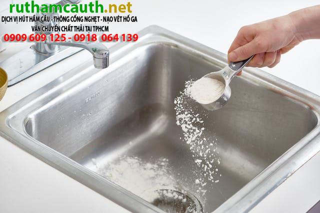 Tại sao bồn rửa chén dễ nghẹt vào mùa mưa?