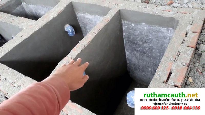 Khảo sát kĩ địa hình khi xây dựng bể phốt